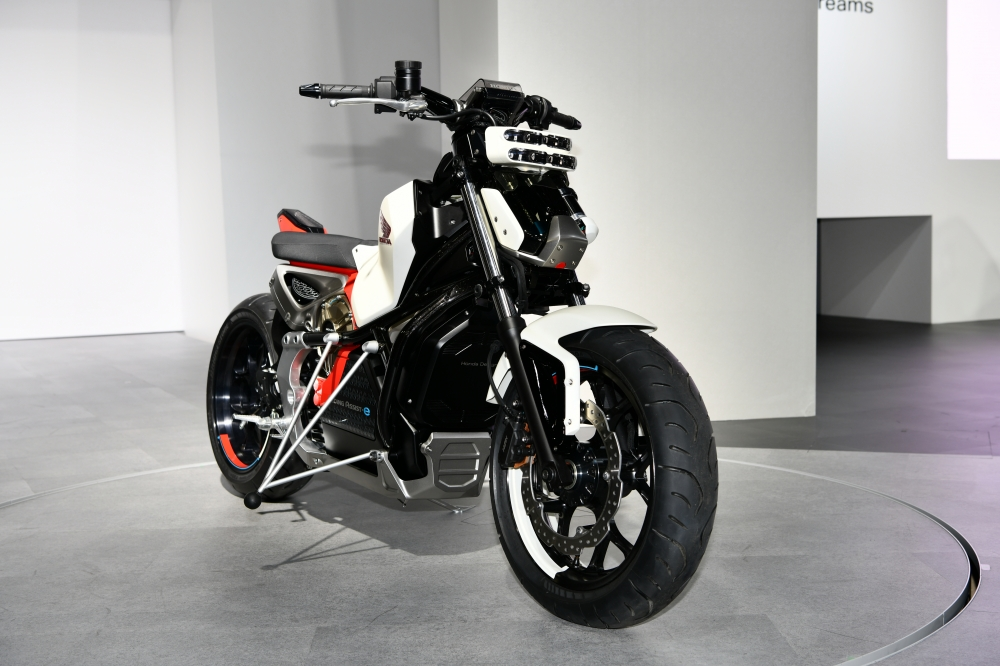 """Among the bikes showcased, was Honda's Riding Assist e - it can balance itself without the need for any external support and also mitigate the risk of a fall when manoeuvring the motorcycle at low speeds or when coming to a full stop. Honda used its propriety balance control technologies to develop the concept that is based on its research in robotics. Honda has not given out technical details for now, though judging by the 'e'-suffix it is likely to be a fully-electric motorcycle. The Honda Riding Assist motorcycle so far won three awards at CES 2017: The Best of CES 2017, """"Best Innovation"""" and """"Best Automotive Technology"""" awards as judged by Engadget, the official partner of the Best of CES Awards, as well as the Popular Mechanics magazine's Best of CES """"Editors' Choice Awards."""""""